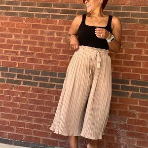 Pleated Wide leg pants